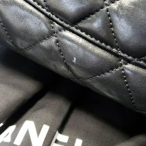 CHANEL Bags - Chanel Jumbo quilted flapbag